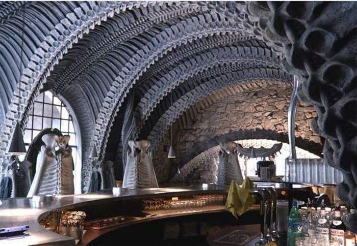 skeleton bar insolite gruyeres suisse