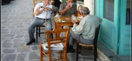 Apprendre différents jeux de cartes, un bon moyen de se lier avec les locaux